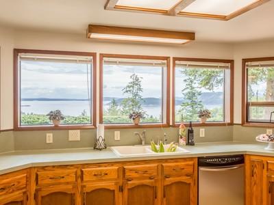 獨棟家庭住宅 for sales at Burrows Bay 3698 Biz Point Rd Anacortes, 華盛頓州 98221 美國