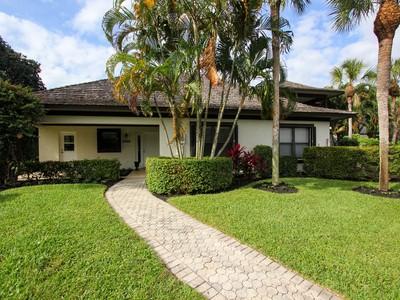 Condominio for sales at Cowdray Park Condo 13268 Polo Club Rd A104  Wellington, Florida 33414 Estados Unidos