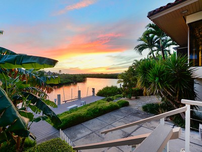 Maison unifamiliale for sales at Ocean Reef Home Offers Stunning Architectural Design 10 North Pelican Drive Key Largo, Florida 33037 États-Unis
