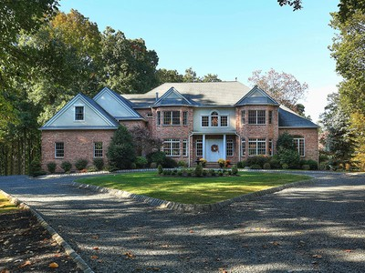 Maison unifamiliale for sales at Stunning Custom Colonial 22 Pruner Farm Road  Tewksbury Township, New Jersey 08833 États-Unis