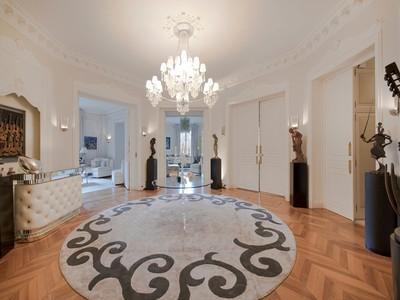 Casa Unifamiliar for sales at Apartment - Georges Mandel  Paris, Paris 75116 Francia