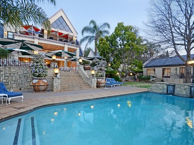 Moradia for sales at Kloof Road, Bedfordview  Johannesburg, Gauteng 2007 África Do Sul