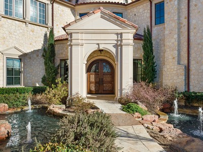 Einfamilienhaus for sales at Mediterranean Retreat in the Creeks of Preston Hollow 10718 Bridge Hollow Court Dallas, Texas 75229 Vereinigte Staaten