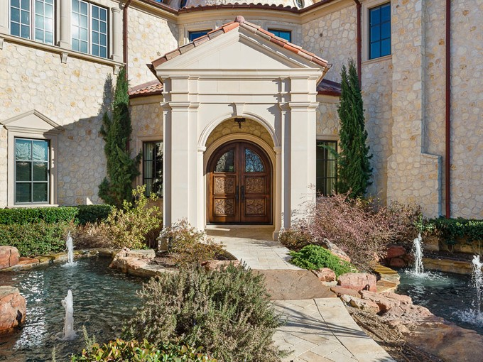 Maison unifamiliale for sales at Mediterranean Retreat in the Creeks of Preston Hollow 10718 Bridge Hollow Court   Dallas, Texas 75229 États-Unis