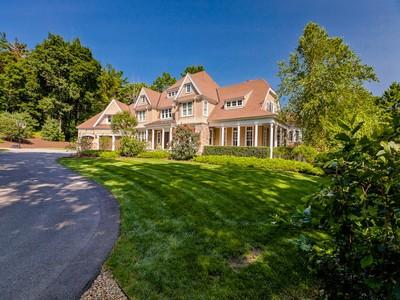 Maison unifamiliale for sales at Custom Built Shingle Style Home 70 West Elm Street Hopkinton, Massachusetts 01748 États-Unis