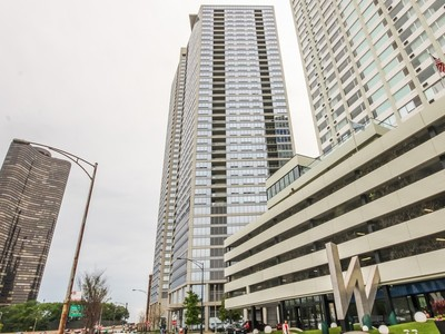 Copropriété for sales at Stunning Lake and City Views! 600 N Lake Shore Drive, Unit 1801  Near North Side, Chicago, Illinois 60611 États-Unis