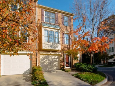 Townhouse for sales at Bethesda 5408 Whitley Park Terr 57 Bethesda, Maryland 20814 United States