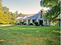 Einfamilienhaus for sales at Spacious Cape with In-Ground Pool 44 Wilton Road East   Ridgefield, Connecticut 06877 Vereinigte Staaten