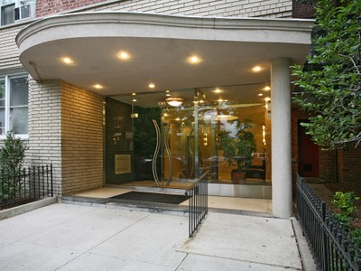 Cooperativa for sales at Spacious One Bedroom 4295 Webster Ave #2E Bronx, New York 10470 Stati Uniti