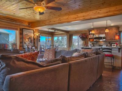 단독 가정 주택 for sales at Beautiful Four Bedoom Silver Creek Home 610 E Parkway Dr Park City, 유타 84098 미국