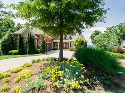 Casa para uma família for sales at Exquisite Lake Estate 3620 Lake Ridge Court Gainesville, Geórgia 30506 Estados Unidos