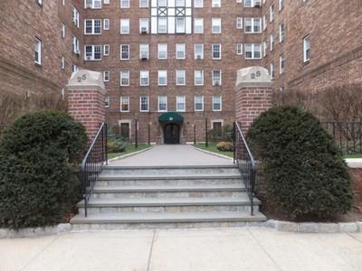 独户住宅 for sales at Manhattan Style Living 25 Parkview Ave., Apt 2A Bronxville, 纽约州 10708 美国