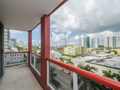Eigentumswohnung for sales at THE STERLING CONDO 6767 Collins Ave # 602 Miami Beach, Florida 33141 Vereinigte Staaten