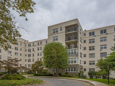 Co-op for sales at Village Class 1 Stoneleigh Plaza #5M  Bronxville, New York 10708 United States