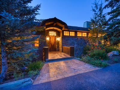 一戸建て for  at 165 Forest Road  Vail, Colorado 81657 United States