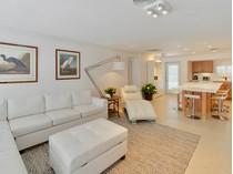 Частный односемейный дом for sales at Charming Villa at Ocean Reef 306 Carysfort Road  Ocean Reef Community, Key Largo, Флорида 33037 Соединенные Штаты