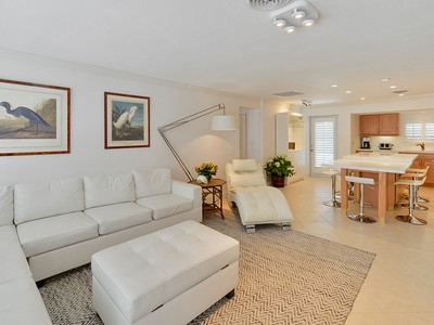 Maison unifamiliale for sales at Charming Villa at Ocean Reef 306 Carysfort Road Key Largo, Florida 33037 United States