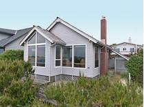 Maison unifamiliale for sales at Charming Oceanfront Home 359 Beach St.   Manzanita, Oregon 97130 États-Unis