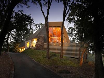 Einfamilienhaus for sales at Dramatic Contemporary with Views 10045 Loch Haven Drive Santa Rosa, Kalifornien 95404 Vereinigte Staaten