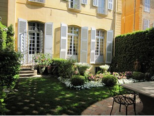 Townhouse for sales at L'excellence à Aix-en-Provence :  Hôtel Particulie  Aix-En-Provence, Provence-Alpes-Cote D'Azur 13100 France