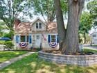 Casa para uma família for sales at Picture Perfect Cape 594 Richfield Avenue Kenilworth, Nova Jersey 07033 Estados Unidos