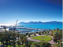 Căn hộ for sales at Luxurious 3 bedroom apartment on upper floor with panoramic sea view La Croisette Cannes, Provence-Alpes-Cote D'Azur 06400 Pháp