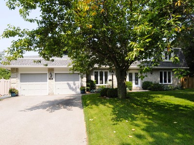 Single Family Home for sales at Captivating Mississauga Home 1393 Bunsden Avenue Mississauga, Ontario L5H2B3 Canada