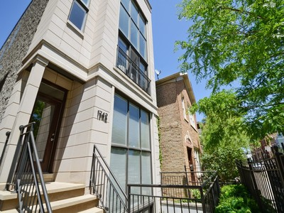 Кооперативная квартира for sales at Lives like a Home! 1742 W Beach Avenue Unit 1 Chicago, Иллинойс 60622 Соединенные Штаты