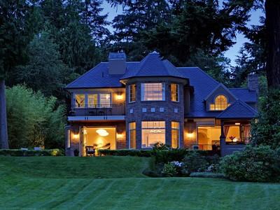 Vivienda unifamiliar for sales at Elegant Hunts Point Home 3810 Hunts Point Rd   Hunts Point, Washington 98004 Estados Unidos