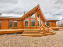 Maison unifamiliale for sales at Stunning Solid Cedar Log Cabin 7246 S Current Creek Mountain Rd   Fruitland, Utah 84027 États-Unis