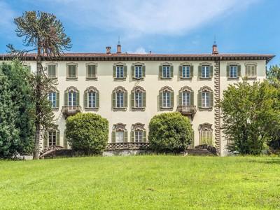 Vivienda unifamiliar for sales at Aristocratic villa with timeless allure Carate Brianza Other Italy, Otras Áreas En Italia 20841 Italia