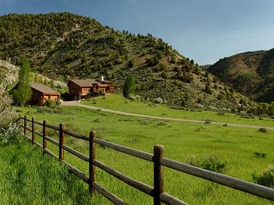 獨棟家庭住宅 for sales at Peaceful Log Retreat On 16 Acres 53 Gateway Road Snowmass, 科羅拉多州 81654 美國