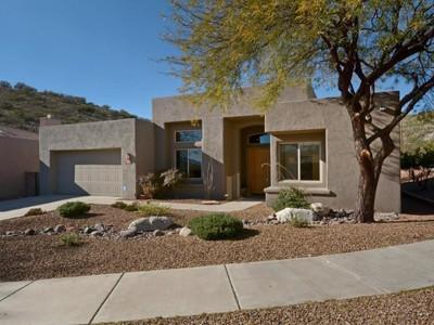 Villa for sales at Stunning Southwest Contemporary 5284 N Sunset Shadows Place Tucson, Arizona 85750 Stati Uniti