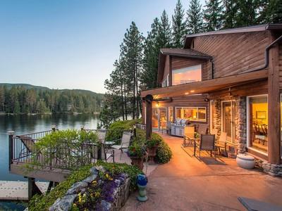 Casa Unifamiliar for sales at Stunning Luxury Waterfront Home 529 S Idaho St Post Falls, Idaho 83854 Estados Unidos
