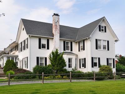 단독 가정 주택 for sales at Farmhouse Colonial 446 First Avenue Pelham, 뉴욕 10803 미국