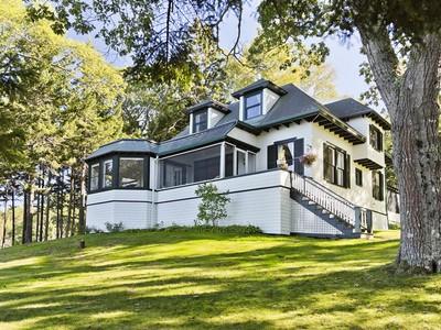 Частный односемейный дом for sales at Kro Krest 17 Kro Krest Lane  Sorrento, Мэн 04677 Соединенные Штаты