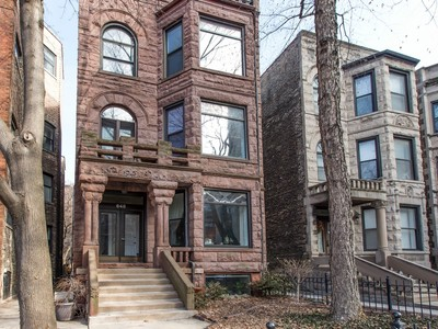 Duplex for sales at Beautiful Rehabbed 1921 Brownstone Steps From the Lake 648 W Grace Street, Unit 1 Chicago, 伊利諾斯州 60613 美國
