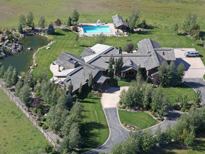 Maison unifamiliale for sales at One of a Kind 6+ Acre Equestrian Estate Bordering Provo River 2114 S Winterton Cir Heber City, Utah 84032 États-Unis
