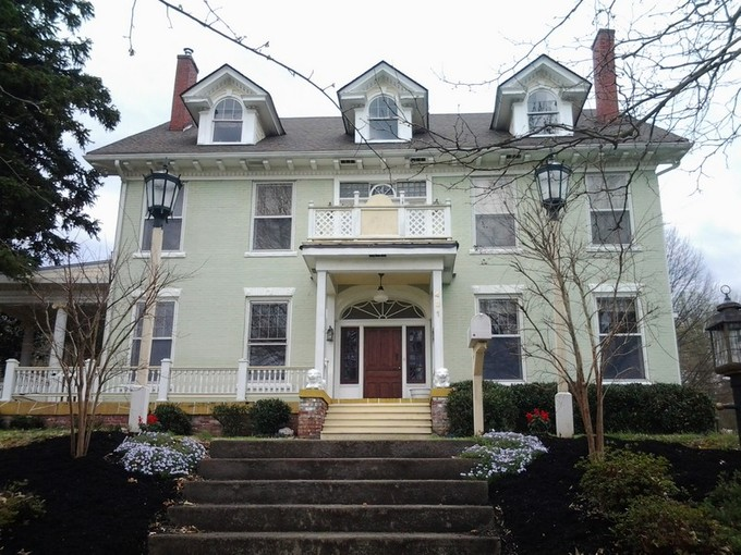 獨棟家庭住宅 for sales at Historic Home in East Tennessee 431 West Locust Street  Johnson City, 田納西州 37604 美國