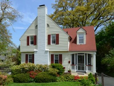 Einfamilienhaus for sales at Larchmont Colonial 61 Echo Lane Larchmont, New York 10538 Vereinigte Staaten