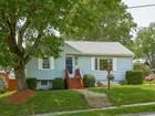 Casa para uma família for sales at Move-in-Ready Ranch 8 Upland Avenue Shrewsbury, Massachusetts 01545 Estados Unidos