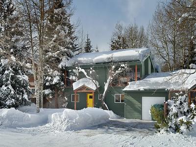 """Moradia for sales at Modernized """"Old Aspen"""" Half Duplex 1235 Snowbunny Lane Aspen, Colorado 81611 Estados Unidos"""