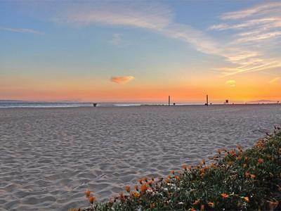 Vivienda unifamiliar for sales at 5201 Seashore Drive  Newport Beach, California 92663 Estados Unidos