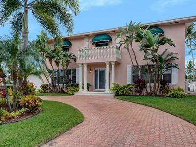 獨棟家庭住宅 for sales at 3348 NE 169th St.  Miami Beach, 佛羅里達州 33160 美國