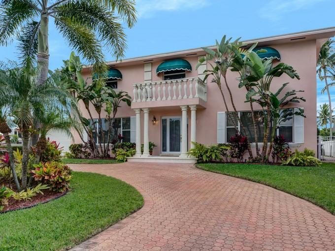 Einfamilienhaus for sales at 3348 NE 169th St.  Miami Beach, Florida 33160 Vereinigte Staaten