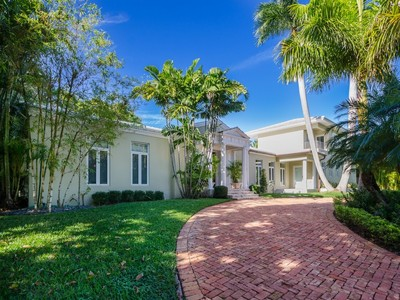 Maison unifamiliale for sales at 4350 Sabal Palm Rd  Miami, Florida 33137 États-Unis