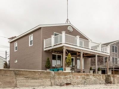 Vivienda unifamiliar for sales at Stunning Direct Waterfront 55 Lindberg Road Stonington, Connecticut 06378 Estados Unidos