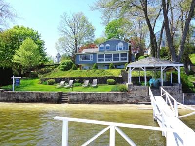 Casa para uma família for sales at Direct Waterfront 52 Arrowhead Road Brookfield, Connecticut 06804 Estados Unidos