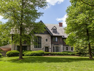Частный односемейный дом for sales at One of Clayton's most exclusive neighborhoods 1 Brentmoor Park E St. Louis, Миссури 63105 Соединенные Штаты
