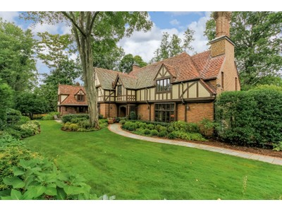Casa Unifamiliar for sales at Bright and Spacious Tudor 33 Tompkins Rd Scarsdale, Nueva York 10583 Estados Unidos